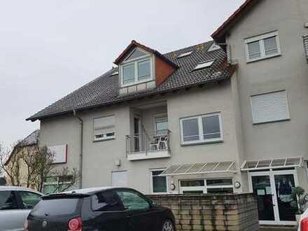 Gepflegte 2-Raum-Dachgeschosswohnung mit Balkon und Einbauküche in Rimbach