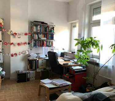 Renoviertes 1-Zimmer-Apartment mit Einbauküche in Frankfurt am Main