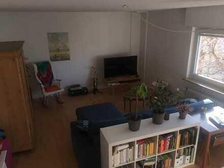 Wunderschönes, helles Zimmer in ruher Wohnlage mit Balkonzugang zur Zwischenmiete
