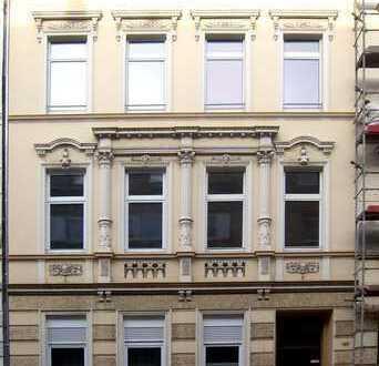 Wunderschöne helle Dachgeschosswohnung mit PARKETT und DACHTERRASSE im Herzen von Krefeld