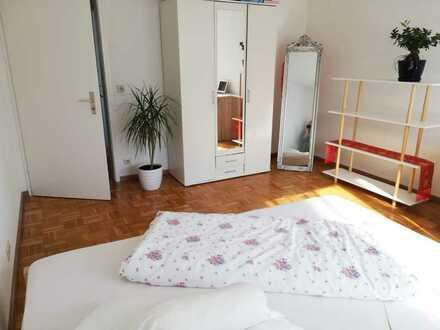 Biete möbliertes Zimmer (18qm) in einer Wohngemeinschaft!