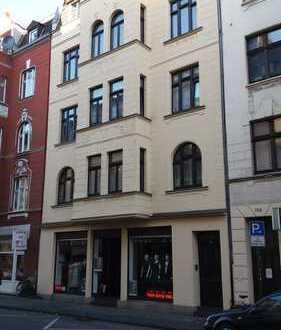 5-Zimmer - - - Sanierte Altbauwohnung mit Einbauküche in Mülheim