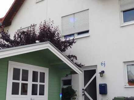 Wohnen an der Weinstraße: Top gepflegtes Reihenmittelhaus