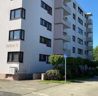 Ruhig gelegene 3 ZKB mit Balkon, Schwimmbad, Fahrstuhl und Müllschlucker