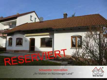 Wohntraum in Schwaig: Sonniger Bungalow mit schönem Gartengrundstück & Doppelgarage