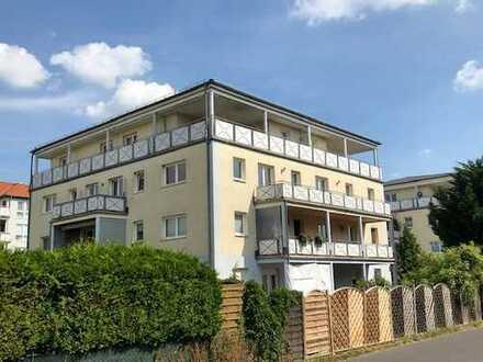 Vollständig renovierte 3-Zimmer-Penthouse-Wohnung mit großer Terrasse in Großziethen bei Berlin