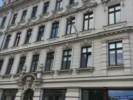 //Wunderschöne Dachgeschosswohnung mit Balkon in Zentrum-Süd//