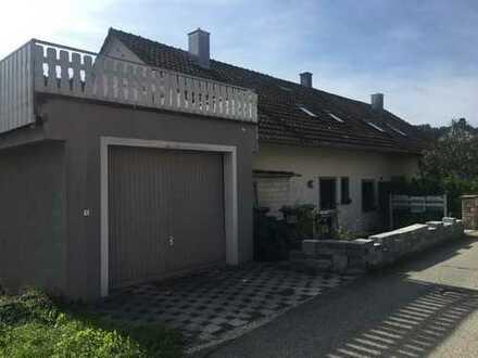 Exklusive 3-Zimmer-Dachgeschoss-Wohnung mit Balkon und EBK in Nagold - Iselshausen