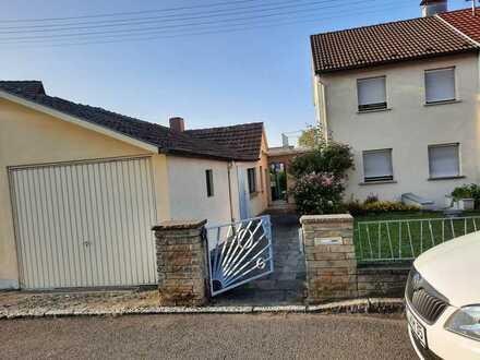 Baujahrestypische 3-Zimmer-Doppelhaushälfte in Kohlberg mit Potenzial, ideal für Heimwerker