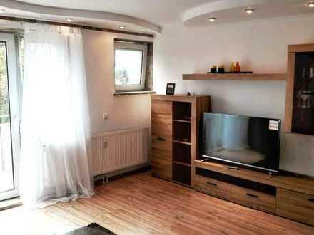 Voll möblierte 2-Zimmer-Wohnung mit Balkon in U-Bahn Nähe