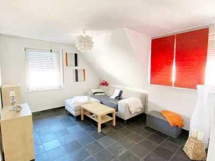 Moderne, hochwertig ausgest. 2 1/2 Zimmerwohnung m. EBK u. Balkon an Einzelperson