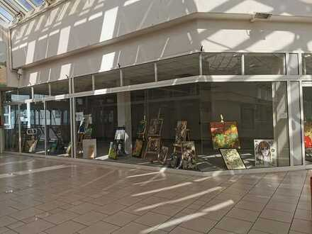 Verkaufsfläche im EKZ direkt im Zentrum der Stadt