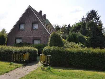 Haus mit wunderschönem parkähnlichen Grundstück im Seemannsort Barssel/Elisabethfehn