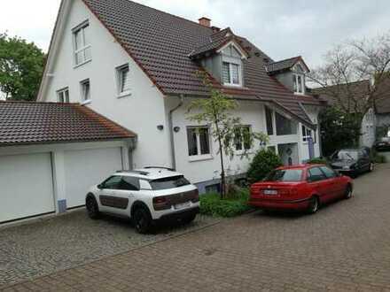 Gepflegte 6-Zimmer-Wohnung mit Balkon und EBK in Bruchsal- Obergrombach