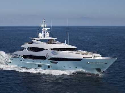 Liegeplatz für Ihre fahrbare Villa - Luxusschiff von Sunseeker, Riva oder Azimut im Hafen Stralsund