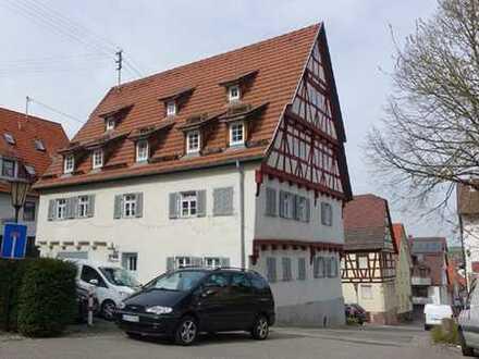 Charmante 2-Zimmer-Dachgeschosswohnung in historischem Fachwerkhaus