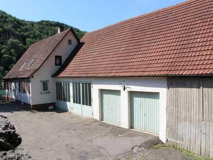 Haus mit großen Garagen und Nebengebäuden vielseitig nutzbar!