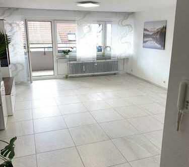 Vollständig renovierte 3,5-Raum-Wohnung mit Balkon und Einbauküche in Ditzingen