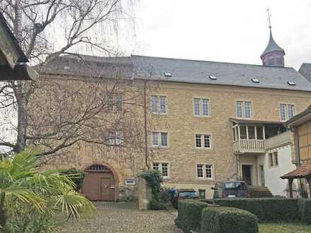 Residieren im Schloss Wallbrunn -stilvoll u. exklusiv- wunderschöne, lichtdurchflutete Altbauwohnung