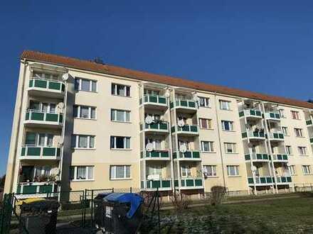 Nur wenige Stufen zum neuen Wohnglück - Schicke 4 Zimmer mit Balkon ins Grüne