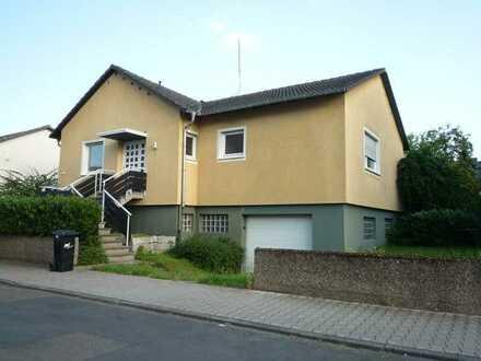 Freistehendes Einfamilienhaus mit Garage