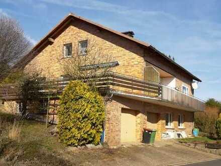 Zweifamilienhaus mit Einliegerwohnung und Doppelgarage in Adelebsen