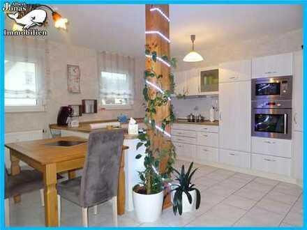 Eidengesäß: großzügige, helle 3 Zimmer DG-Wohnung mit Balkon im 3 Familienhaus