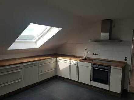 Neuwertige 3-Zimmer-DG-Wohnung mit Balkon und Einbauküche in Neu Ulm