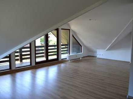 Renovierte Dachgeschoßwohnung in ruhiger Lage
