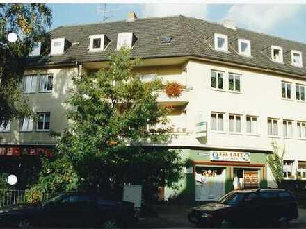 Sanierte 2-Zimmer-Hochparterre-Wohnung mit Balkon in Riehl, Köln