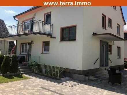 Komplett renoviert! Schöne 3 Zimmer-Wohnung mit Terrasse in kleiner Wohneinheit!