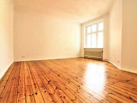 frisch sanierte 2 Zimmerwohnung mit EBK im schönen Altbau *WG-geeignet*