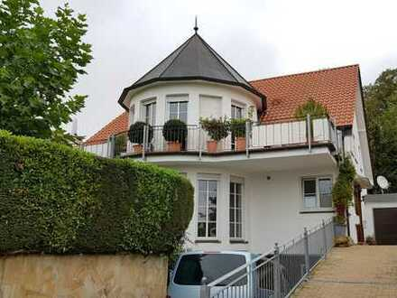 Stilvolle, gepflegte 5-Zimmer-DG-Wohnung mit Balkon und EBK in Stadecken-Elsheim