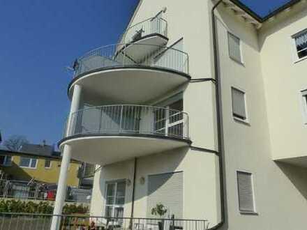 Gepflegte und sonnige 1-Zimmer-Wohnung mit Balkon und EBK in Hof (Kreis)