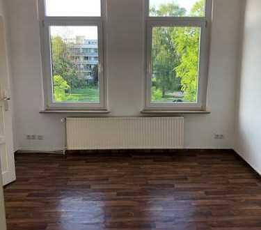 Nachmieter gesucht! Freundliche 3-Zimmer-DG-Wohnung mit Einbauküche in Hannover-Limmer