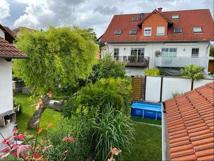 Schöne 2-Zimmer-Wohnung mit Balkon und Massivholzparkett