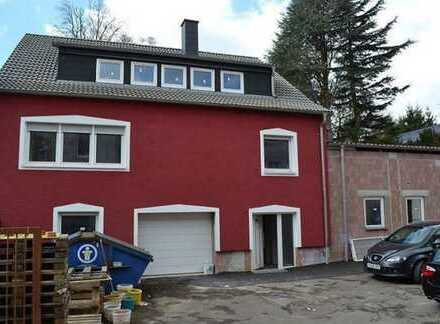 Einfamilienhaus mit Halle für ca. 13 PKW´s Für Autoliebhaber... oder Fahrschule???!!!!