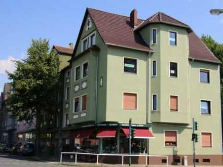 Wohn- und Geschäftshaus mit drei Wohnungen und einer Praxiseinheit in Blickfanglage