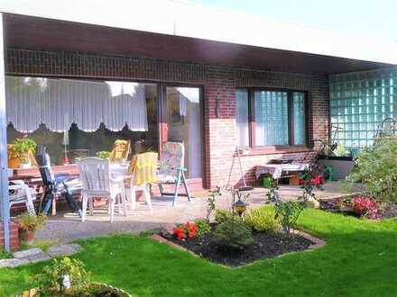 Hübsche ebenerdige Wohnung mit niedlichem Südgarten in Brake Süd