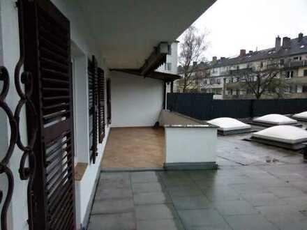 Exklusive, vollständig renovierte 4-Zimmer-Wohnung mit großer Dachterrasse, Einbauküche, Düsseldorf