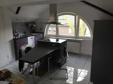 Helle & offene DG-Wohnung über 2 Etagen mit Einbauküche in ruhiger Lage am Stadtgarten!!!