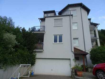 Tolle 4 Zimmer-Wohnung in ruhiger Lage mit Terrasse, zwei Balkons und Gartenmitbenutzung