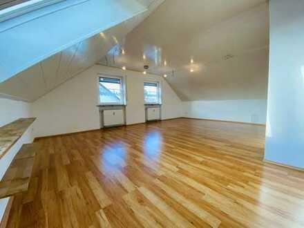 Stilvolle, gepflegte 2-Zimmer-DG-Wohnung mit EBK in Karlsfeld, nur an NR