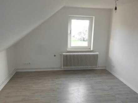 ** Hier erwartet Sie eine top sanierte Wohnung im Dachgeschoss ! **