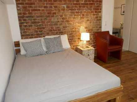 Schickes Zimmer in 2 Zimmer Frauen- WG,komplett möbliert und ausgestattet, sanierter Altbau