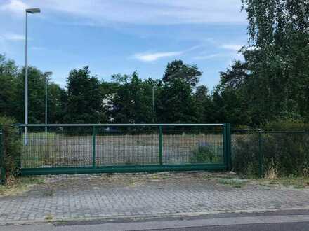 Voll erschlossene und umzäunte Freifläche für Lagerung/Logistik in Gewerbegebiet im Südosten Berlins