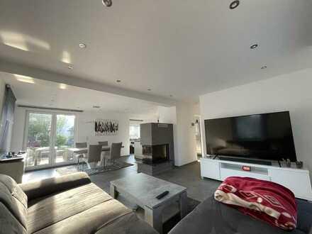 **Schöne Luxus Wohnung in Sandweier mit allen Extras**