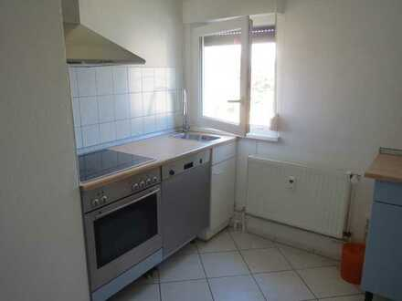 3 Zimmer Dachgeschoss-Wohnung, mit EBK u. PKW-Stellplatz, in Offenbach-Waldheim