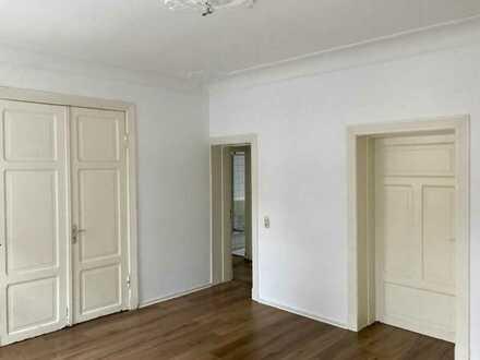 3-Zimmer-Erdgeschosswohnung Nähe Dobi mit vielen Türen