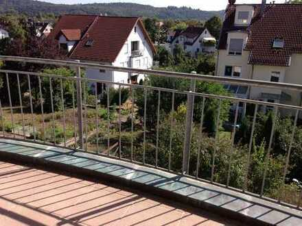 Nette Wohnung mit Balkon, ruhige Lage